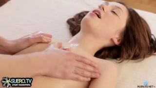 Julie Vee полюбила член юного массажиста