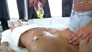 Клиентка дала массажисту