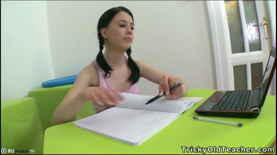 Красивая студенточка трахнулась с опытным преподом
