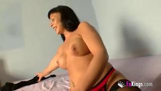 Любовник помог сиськастой бабе получить оргазм и оттрахал ее своим хером