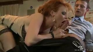 Развратная секретарша пришла в кабинет шефа и устроила трах