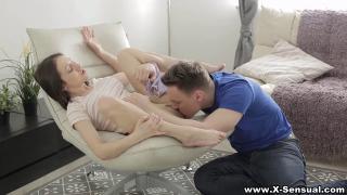Русская парочка практикует куни перед сексом