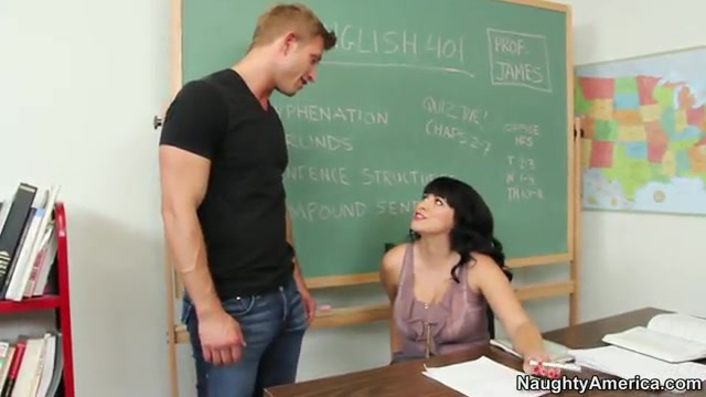 Секс с учительницей в классе