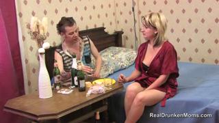 Выпила с соседом и отдалась ему